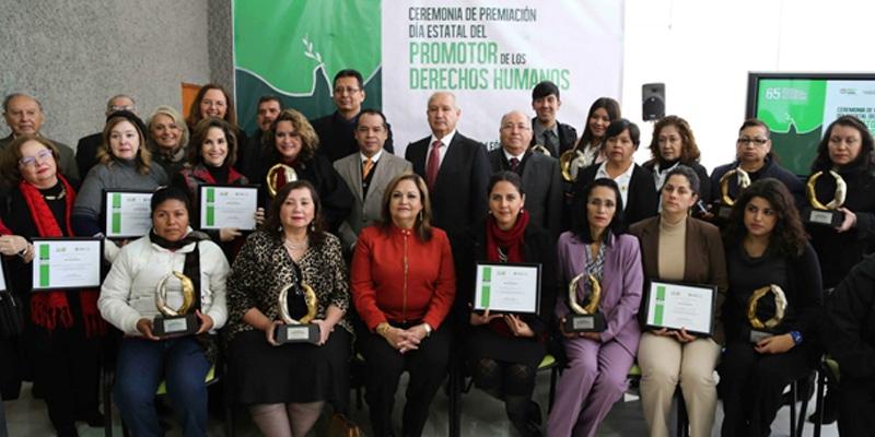 Vía Educación recibe reconocimiento como promotor de los derechos humanos